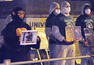 Zürich – Manifestations mensuelles contre les expériences sur les singes