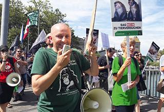 Manifestazione LSCV contro gli esperimenti sulle scimmie a Zurigo